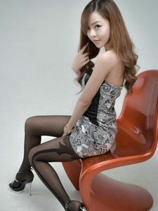 韩系美女真儿特色黑丝高挑长腿丰满养眼十足