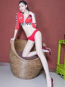 赛车服美女Vanessa美乳高挑美腿极致诱惑