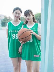 校园篮球姐妹花阳光运动活力十足