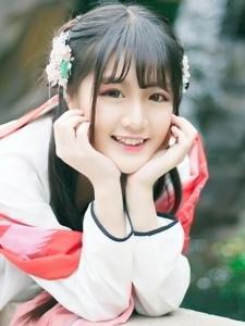 00后刘海古装美女甜美微笑阳光粉嫩很迷人