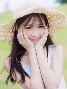 夏日清纯女生阳光写真宛如芭比娃娃