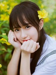 清纯少女粉嫩宁静甜美迷人制服写真
