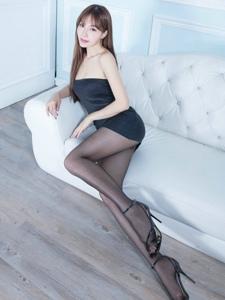 抹胸腿模Emma高挑气质黑丝美腿极致诱惑