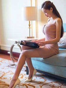 百变女神丰满知性高跟修长美腿迷人写真