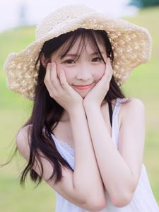 00后的清纯邻家草帽少女阳光白皙甜美可人