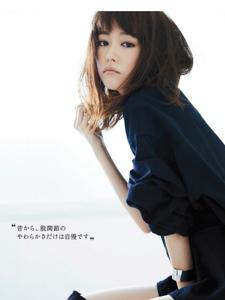 桐谷美玲时尚杂志写真纤细秀美