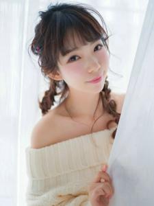 童颜清纯居家少女白色冬季毛衣甜美写真
