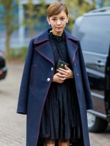 陈意涵伦敦连看两秀小黑裙造型优雅可爱