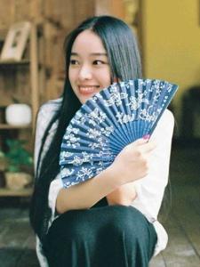 日系美女安静私房内养眼写真