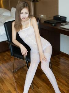 大胆美女尤美Yumi连体白丝网袜极致诱惑