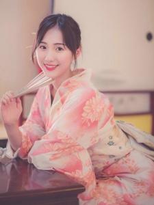 日系粉嫩美女娇美笑容吸睛靓丽