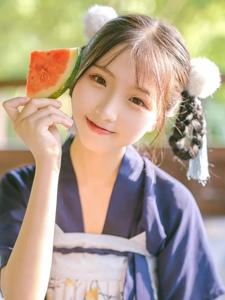 可爱少女夏日消暑白净阳光写真