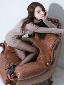 纖腰長腿的高跟美女黑絲翹臀極致誘惑