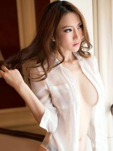 雪白乳房开胸薄纱美女极致性感诱惑