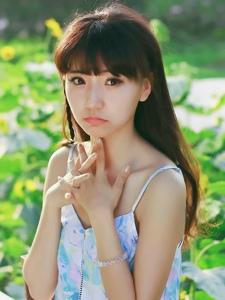 向阳花里的清纯少女碎花短裙甜美可爱写真