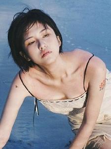 海边吊带长裙短发寂寥美女另类写真