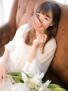 私房薄纱连衣裙少女甜美笑容清新迷人
