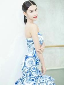 青花瓷系列韓丹彤穿出來的活潑新古典