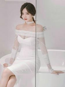 秀色可餐的蕾丝白裙美模典雅雍容华贵
