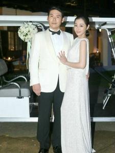 陈怡蓉和圈外男友薛博仁在清迈举行了婚礼温馨感人
