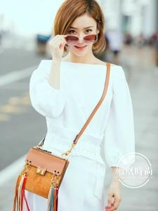 袁姍姍一襲純白色長裙現身機場滿滿的元氣之感撲面而來