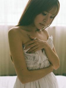 空氣劉海嫩模睡衣居家寫真嬌羞可愛