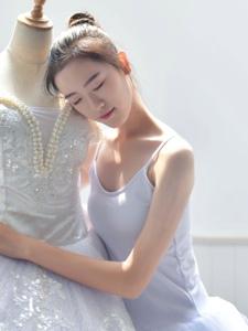 白天鹅芭蕾舞少女气质私房翩翩起舞