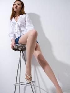 高挑腿模衬衫美胸牛仔短裙长腿婀娜