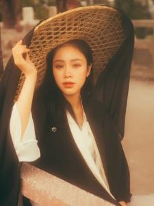 高颜值古装美女柔婉安静动人写真