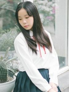 日系校服妹子清纯文静可儿