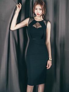身姿曼妙的美模丰满美胸展知性女人味十足