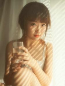 私房美女蕾丝温暖忧郁唯美动人写真