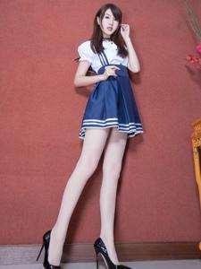 制服短裙腿模Vicni丝袜美腿娇俏诱人写真