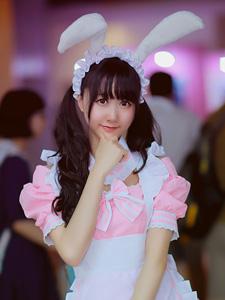 动漫展上的萌萌兔女郎表情可爱