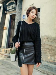 街头上的黑丝皮裙短发模特迷逝众人