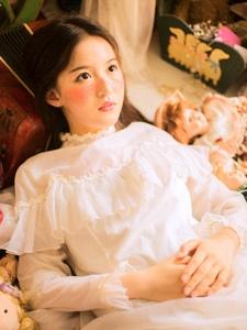 粉嫩私房内的雀斑妆无辜少女宜人写真