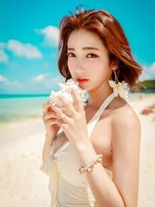 花美模海边比基尼装端庄优雅娇羞可爱