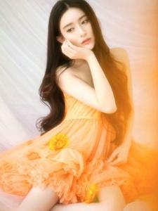 清纯靓丽美模裹胸连衣裙私房梦幻写真