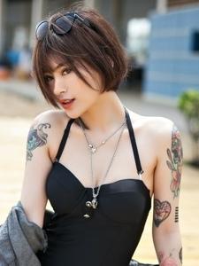 野性靓丽的短发纹身美女火辣气质养眼十足