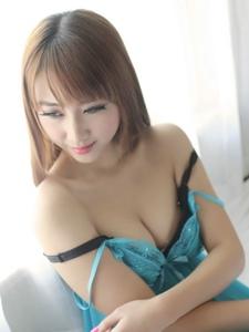 性感女郎区静瑶情趣蕾丝睡衣美胸魅惑写真