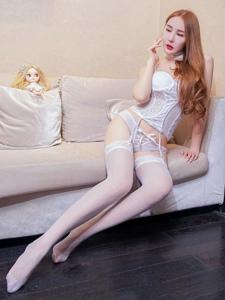 性感女神冷月yuer情趣吊带连体白丝妖娆写真