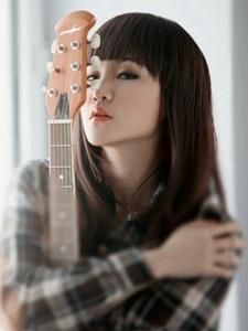 私房黑长直吉他少女忧郁神情的那一丝宁静