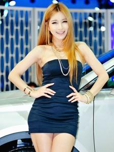 韩国性感金发抹胸超短裙美女车模写真