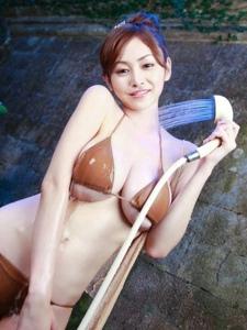 清凉夏季的性感巨乳美女湿身比基尼诱惑动人