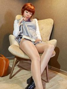 妖媚短發美女性感絲襪翹臀誘惑寫真