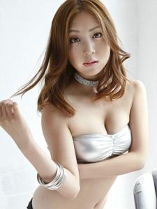 博人眼球轻熟女辰巳奈都子粉嫩亵服养眼巨乳写真