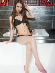 浴室丝袜美女语寒长腿泡泡浴性感美艳写真