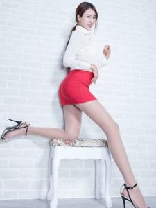 白襯衫包臀裙美女Miso絲襪修長美腿誘人