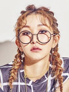 韩国歌星Kassy双麻花辫清雅魅力