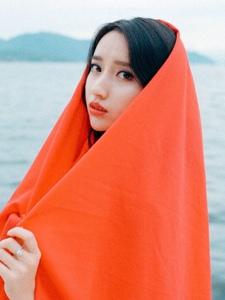 红色披肩美女养眼娇美红唇诱人写真